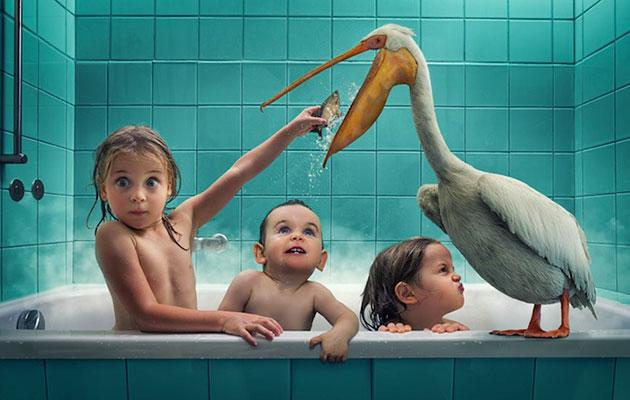 John Wilhelm utilise ses 3 petites filles comme modèles pour ses photos surréalistes et touchantes