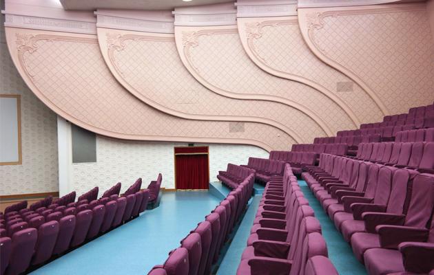 L'architecture des batiments nord-coréens ont tout d'un décor de film de Wes Anderson