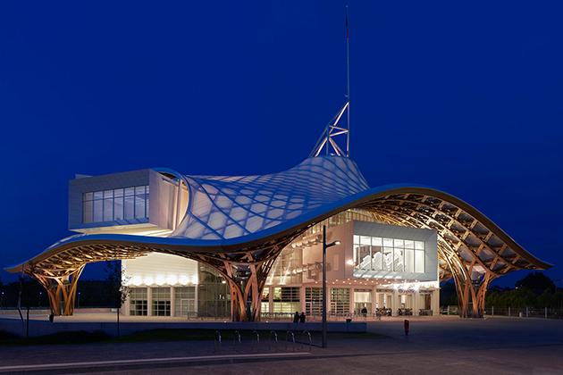 Le centre Pompidou de Metz par l'architecte Shigeru Ban récompensée du prix Pritzker en 2014